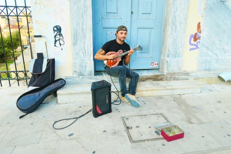 雅典市中心的一位酷街吉他手 图库摄影