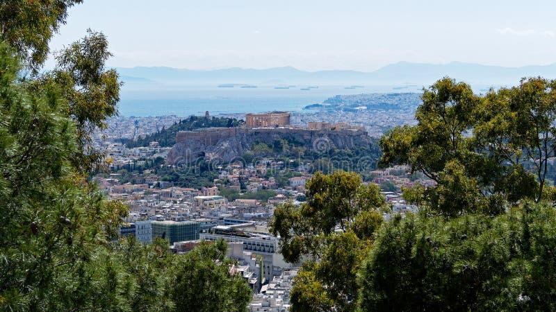 雅典市和上城看法从吕卡维多斯,希腊 免版税库存照片