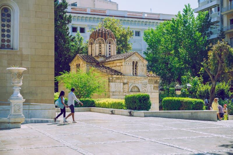 雅典市 游客和当地人沿着街道走来走去 城市生活 16 9月 2019 免版税库存图片