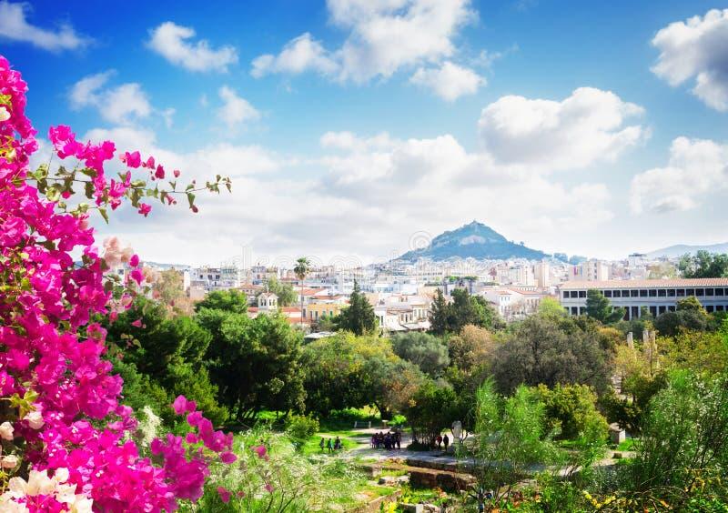 雅典都市风景有Lycabettus小山的 免版税库存照片