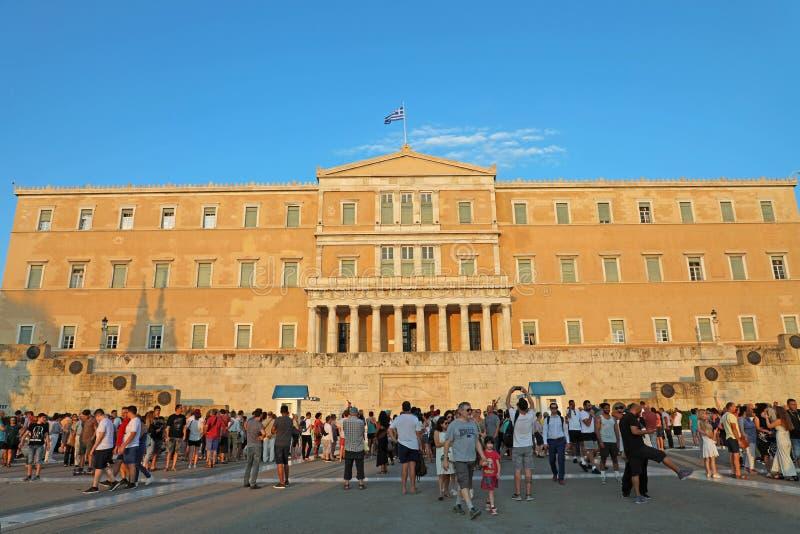 雅典,希腊2018年7月18日:在希腊Pa前面的游人 库存照片