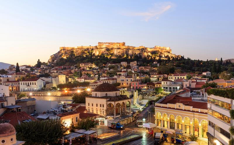 雅典,希腊 清早上城岩石和Plaka 图库摄影