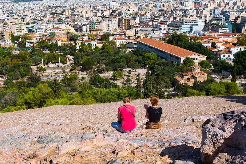 雅典,有房子和古老废墟的希腊全景  图库摄影