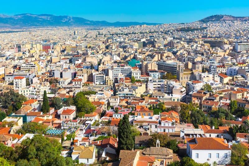 雅典,有房子和小山的希腊全景  免版税库存照片