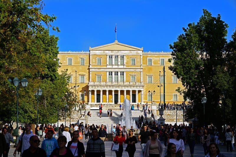 雅典-希腊、2018年10月6日,游人和雅典人结构体正方形的 免版税图库摄影