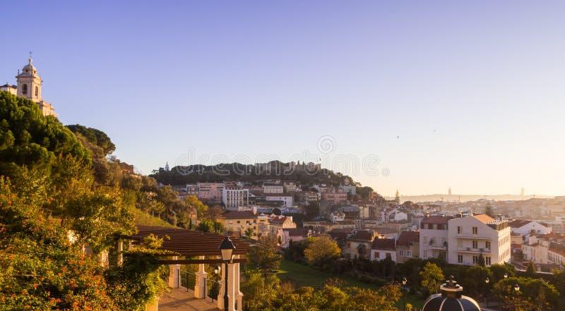 雅尔丁da Cerca达格拉萨在里斯本,葡萄牙,日落的 库存照片