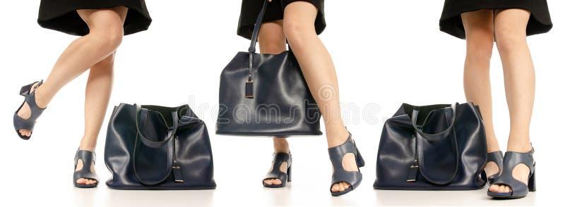 集合妇女腿脚黑身穿蓝服鞋子蓝色钱包袋子 库存图片