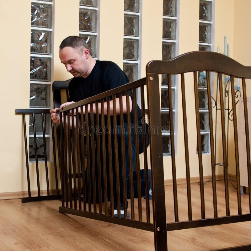 集合新小儿床的父亲 图库摄影