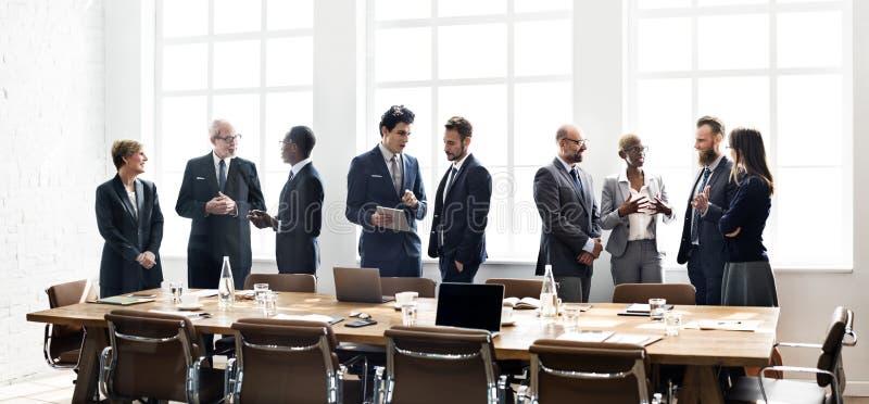集团会议讨论战略运作的概念 免版税库存照片