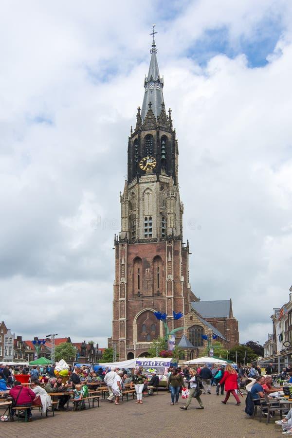 集市广场的新的教会在德尔福特,荷兰的中心 库存照片