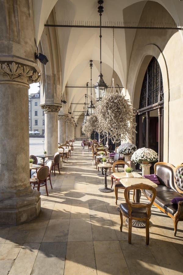 集市广场的餐馆在克拉科夫 免版税库存图片