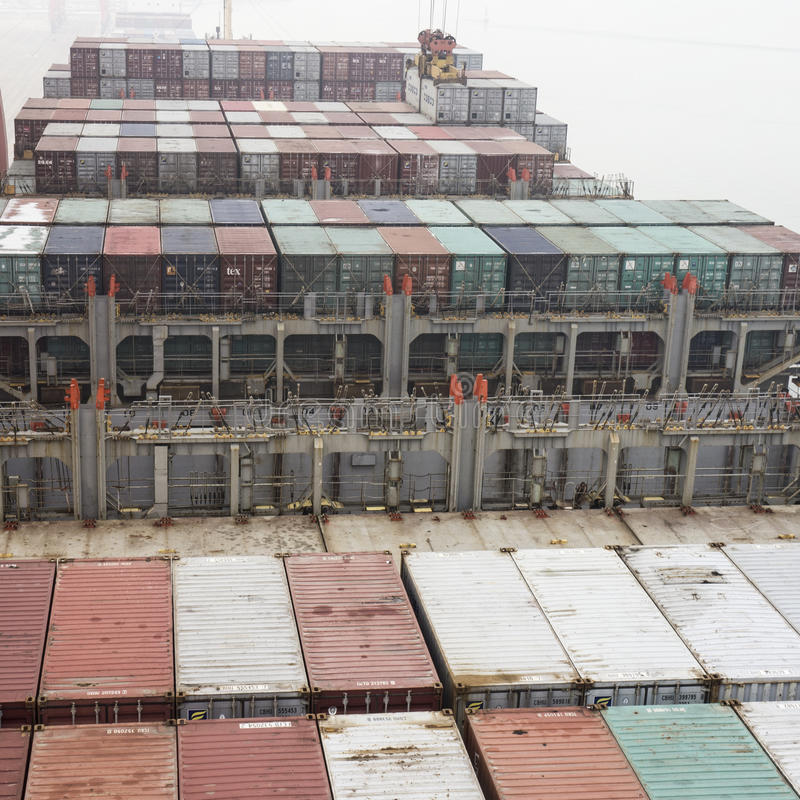 集装箱船到达了唐山口岸,中国 库存图片