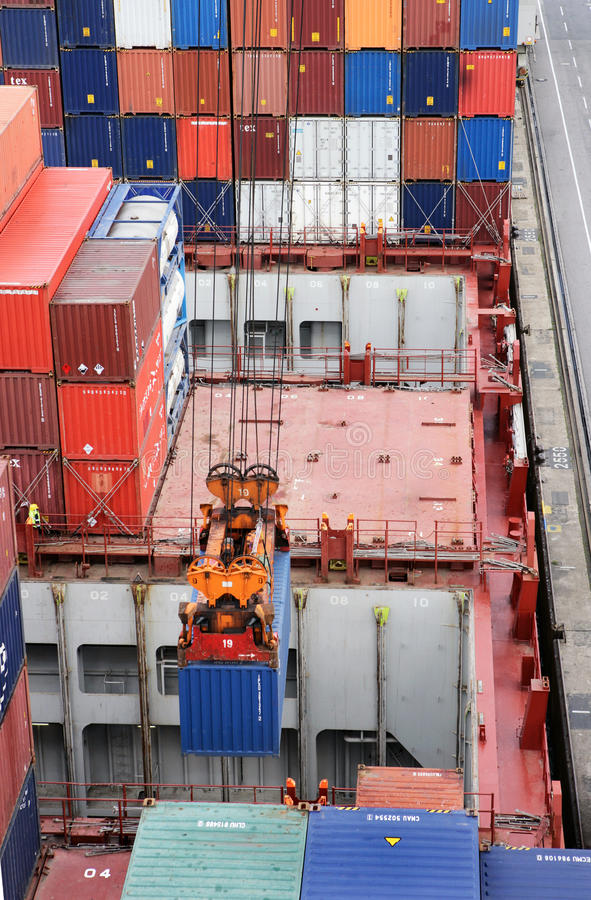集装箱船装货 图库摄影