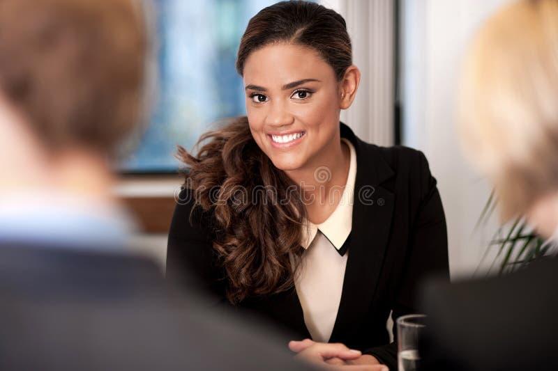 雇员在与他们的经理的一次会谈 免版税库存图片