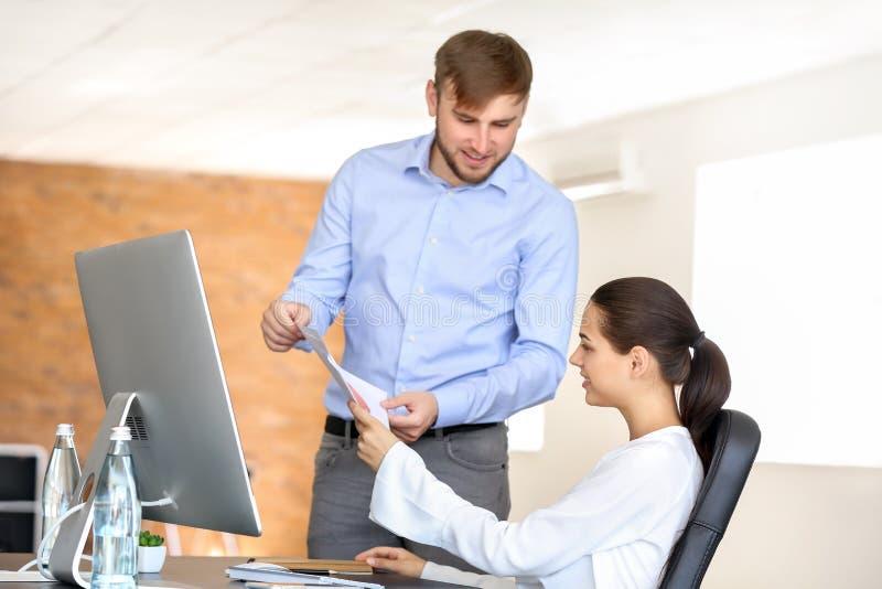 雇员开业务会议在办公室 库存照片