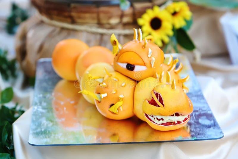 雕刻从桔子的龙果子图片