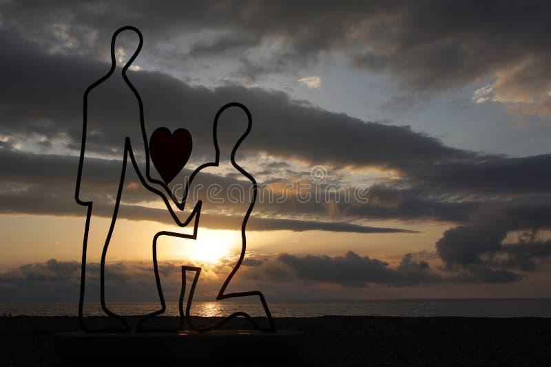 雕刻在巴统大道的symbilizing的爱在黑海在日落 库存图片