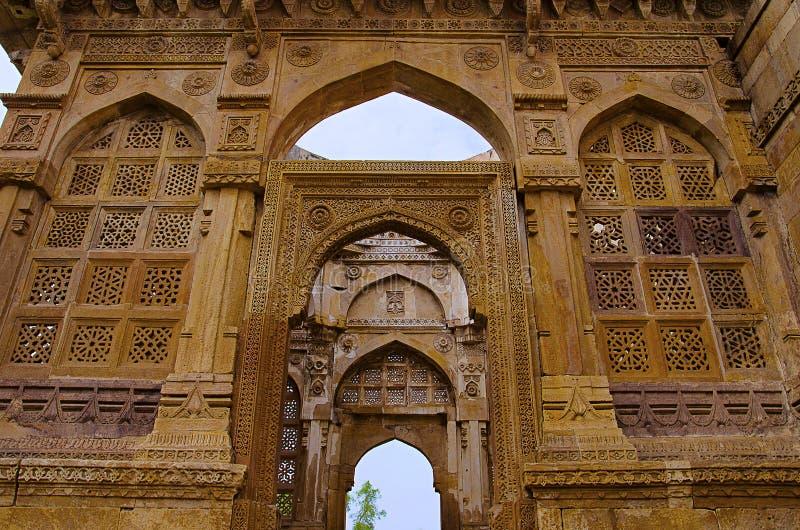 雕刻细节在雅米Masjid清真寺,联合国科教文组织外壁上的保护了Champaner - Pavagadh考古学公园,古杰雷特, 图库摄影