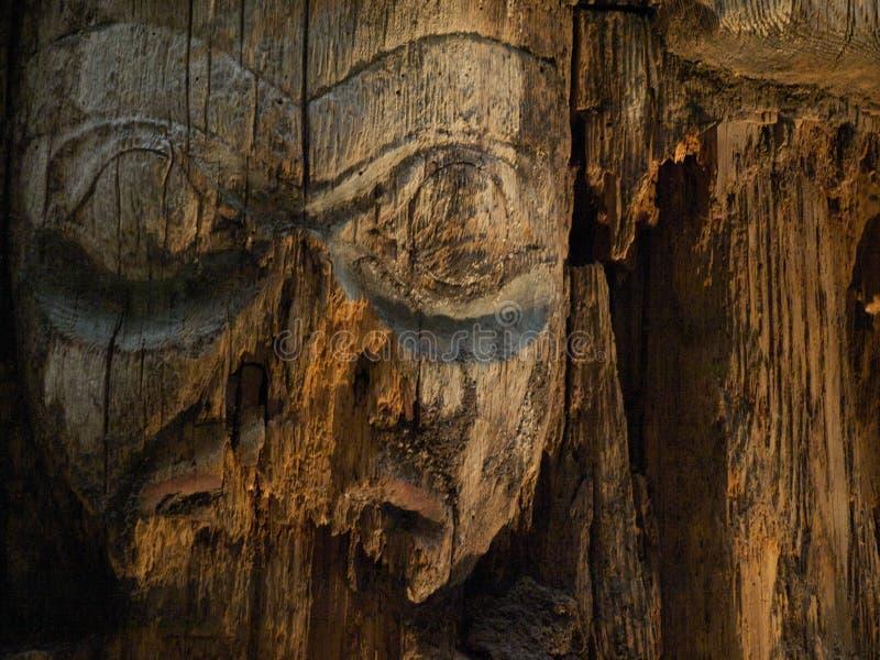 雕刻老表面海达族 免版税库存照片