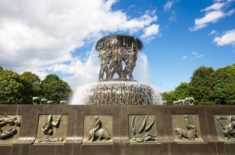 雕塑和喷泉在韦格兰公园 免版税图库摄影