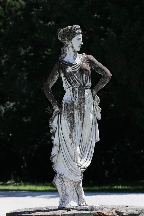 雕塑在意大利庭院里 免版税库存图片