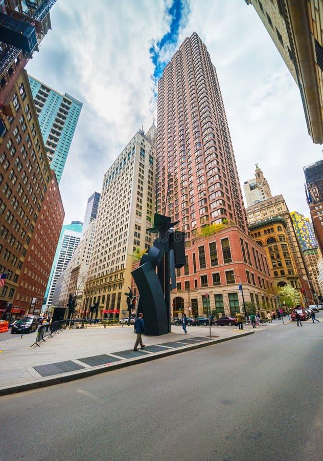 雕塑在路易丝Nevelson广场在更低的曼哈顿NYC 免版税库存图片