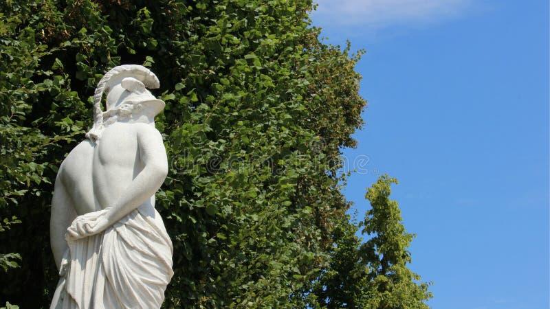 雕塑年轻人 免版税库存图片