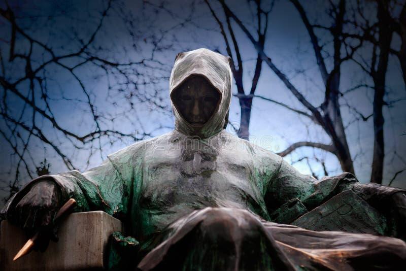 雕象前面射击匿名在城市公园在布达佩斯 库存图片