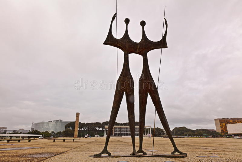 雕象和最高裁判所在巴西利亚 免版税库存图片