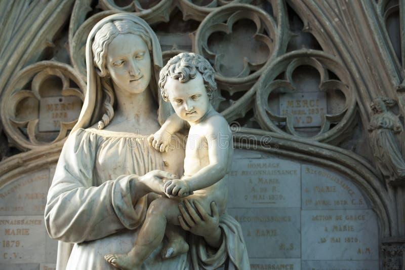 雕象圣玛丽和耶稣 免版税库存照片