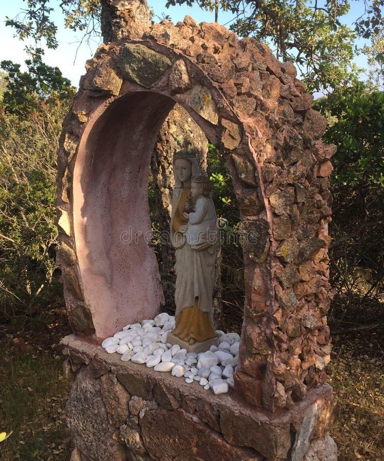 雕象圣洁母亲 免版税库存图片