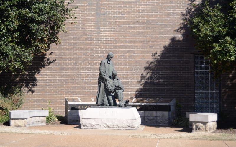 雕象在基督徒兄弟高中 库存照片