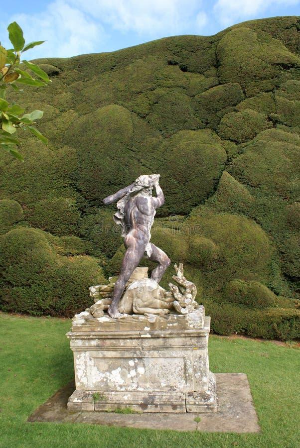 雕象在Powis城堡庭院,英国里 免版税库存照片