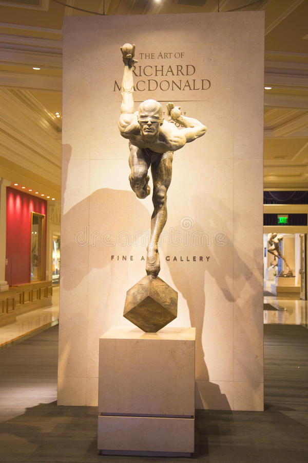 雕象太阳马戏团艺术家的陈列在拉斯维加斯 库存照片