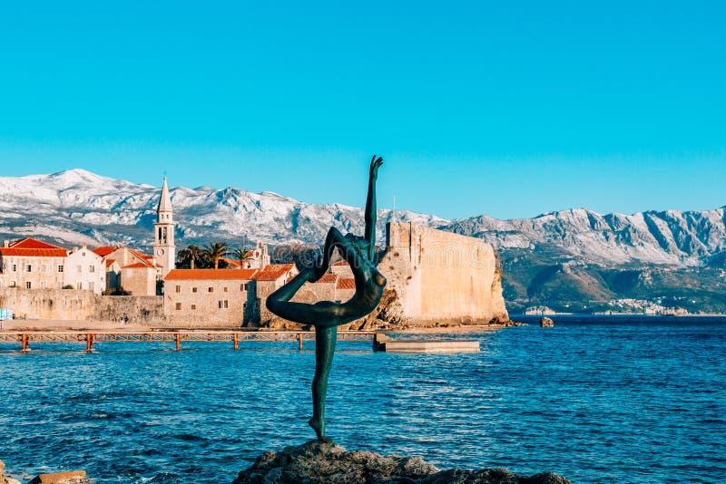 雕象舞蹈家,芭蕾舞女演员在布德瓦,黑山 库存图片