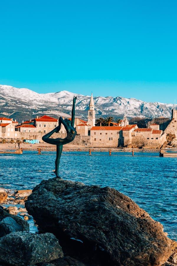 雕象舞蹈家,芭蕾舞女演员在布德瓦,黑山 图库摄影