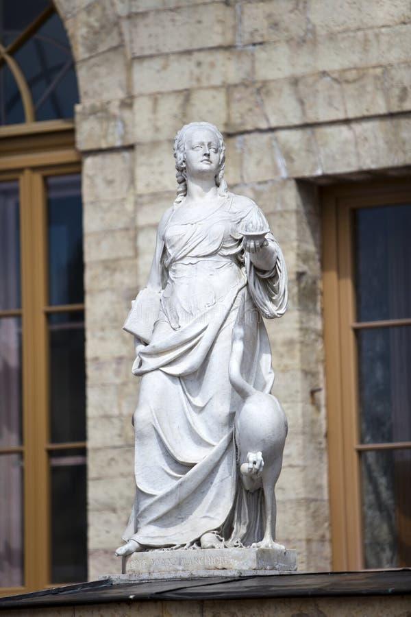 雕象警惕性(小心),宫殿和公园复杂Gatchina,圣彼德堡,俄罗斯, XVIII世纪 免版税图库摄影