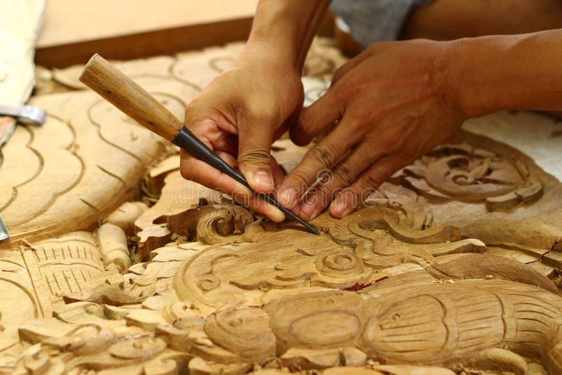 雕刻工匠传统木头 免版税库存照片