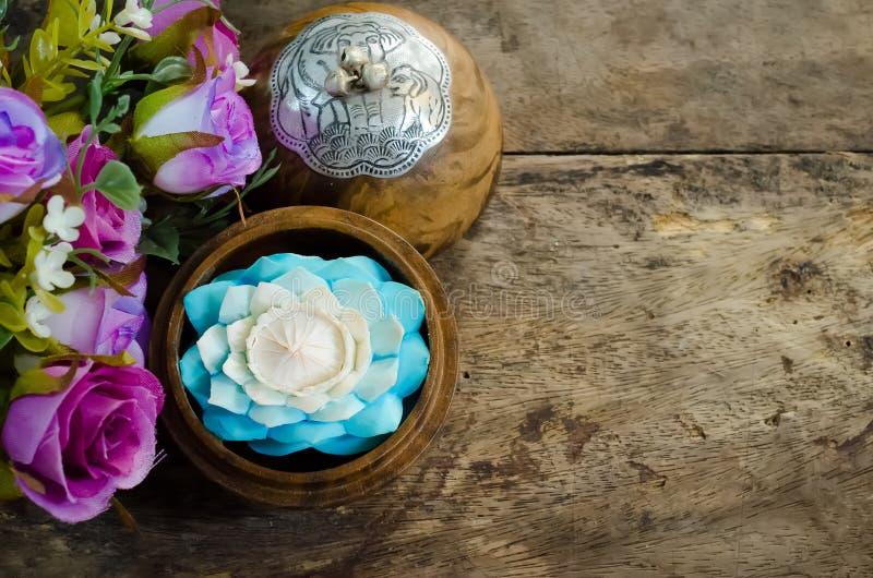 雕刻花的肥皂 免版税库存图片