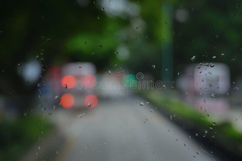 雨下落和Bokeh 图库摄影
