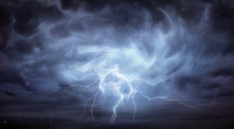 雨和雷暴 免版税库存照片