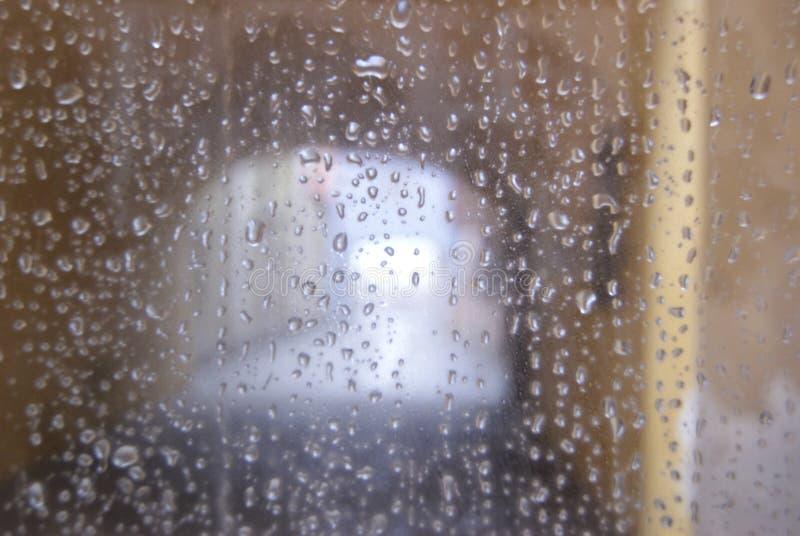 雨在窗口里 免版税库存图片