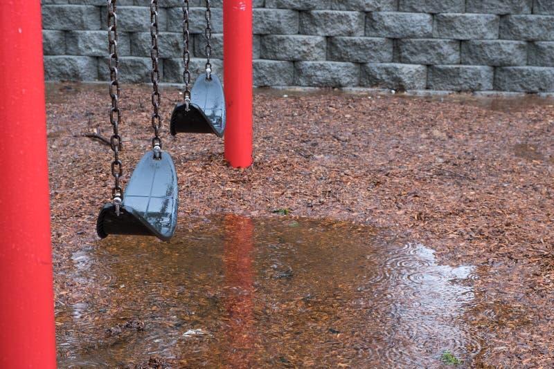 雨天在公园 库存图片