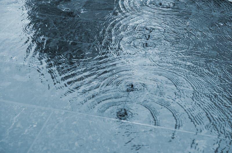 雨很好见面 免版税库存图片