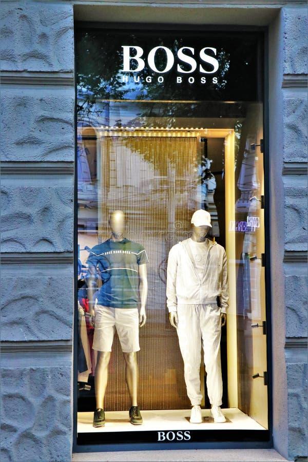 雨果博斯品牌服装店的窗口显示 库存照片