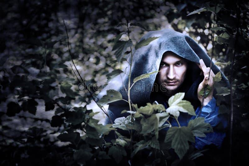 雨衣的奥秘人与敞篷 免版税库存图片