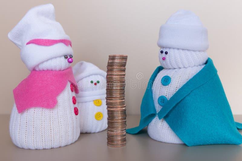 雪人家庭的大收入 免版税库存图片