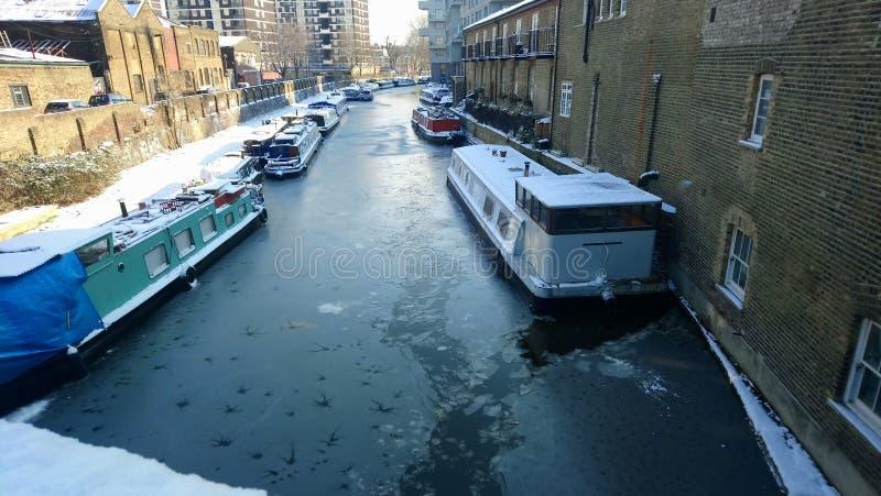 雪伦敦运河 免版税图库摄影
