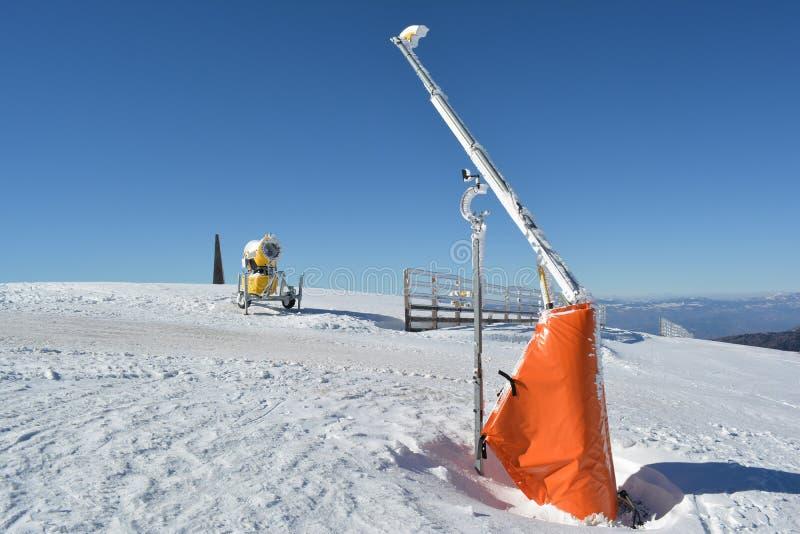 滑雪倾斜的开始 库存图片