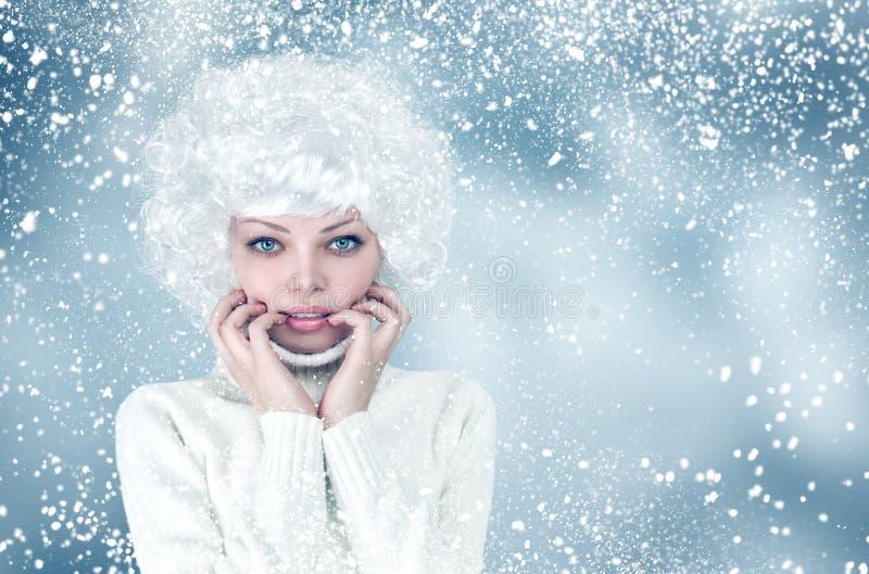 雪冬天时尚妇女画象 库存图片